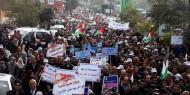 مسيرة لموظفي الأونروا في غزة احتجاجاً على تقليص المساعدات المالية