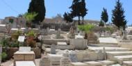 الاحتلال اقتحم مقبرة المجاهدين وحطم شواهد قبور الشهداء المدفونين فيها
