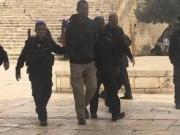 شرطة الاحتلال تعتقل أحد حراس المسجد الأقصى