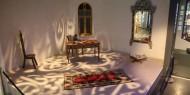 مجموعة من الشعراء على المنبر الحر في متحف محمود درويش