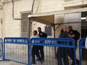تمديد اعتقال أسير للمرة الثانية والحكم على اثنين آخرين بالسجن وغرامة مالية