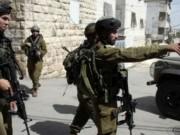 الخليل: الاحتلال يعتقل مواطنين ويستولي على معدات زراعية ويكسر أشجار زيتون